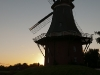 Die grüne Mühle von Greetsiel im Sonnenuntergang