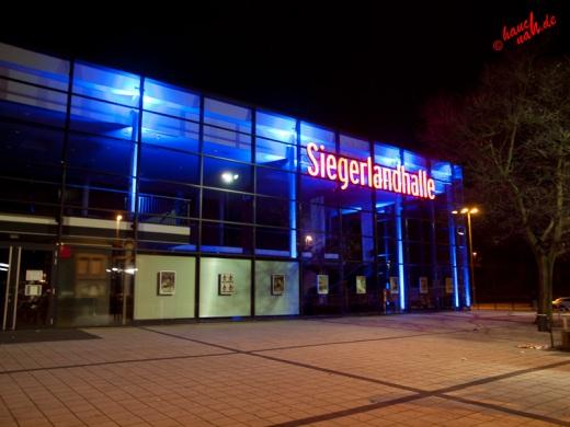 Siegerlandhalle bei Nacht  - 11.12.2011 /Foto: Stefan Schmidt