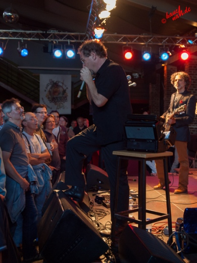 Auftakt Wade Schuman mit Mundharmonika: Hazmat Modine im Herbrand's Köln - 28.05.2013 /Foto: Stefan Schmidt