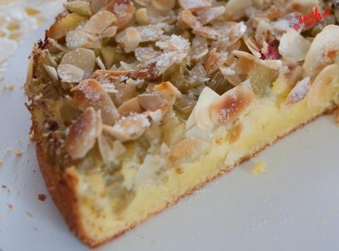 Rhabarber-Grieß-Mandel-Kuchen