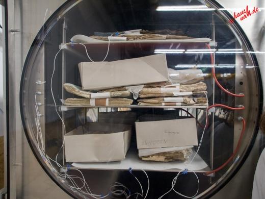 Gefriertrocknen der Dokumente - Tag der Archive am 03.03.2012 /Foto: Stefan Schmidt