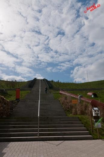 Stufen zum Gipfel des Müllbergs :metabolon