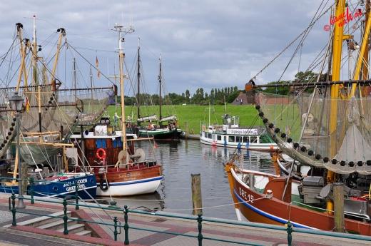 Greetsiel: Blick vom Hafenkieker auf den Hafen
