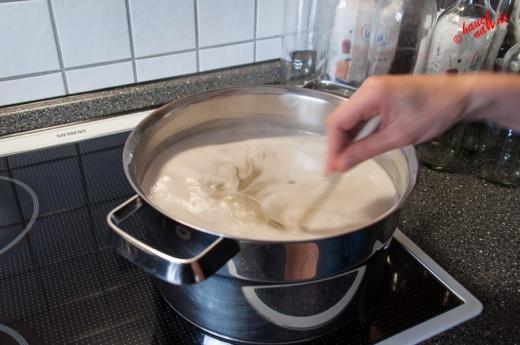 Holunderblütensirup - Aufkochen, bis es schäumt