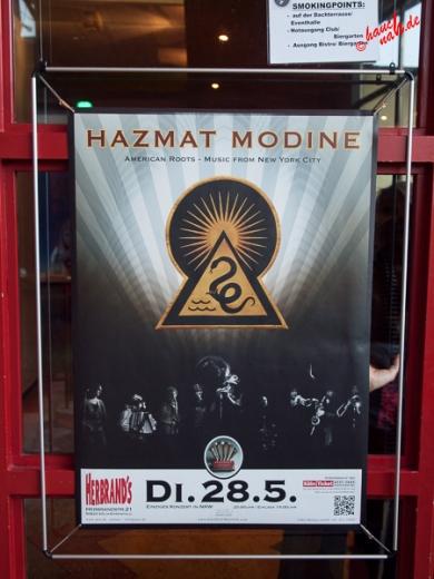 Plakat am Eingang: Hazmat Modine im Herbrand's Köln - 28.05.2013 /Foto: Stefan Schmidt
