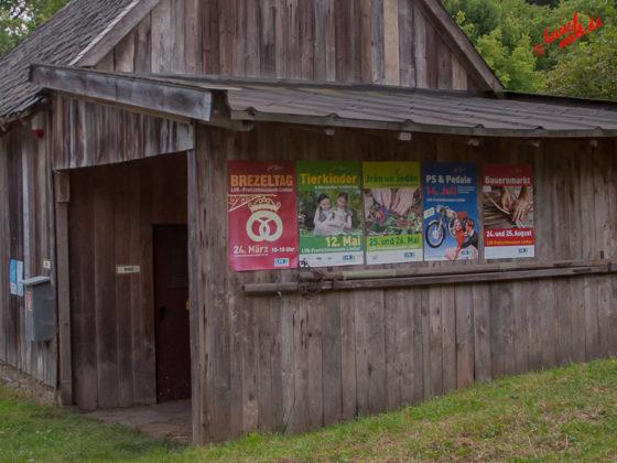 Vergangenes und Zukünftiges - Plakate im Freilichtmuseum Lindlar